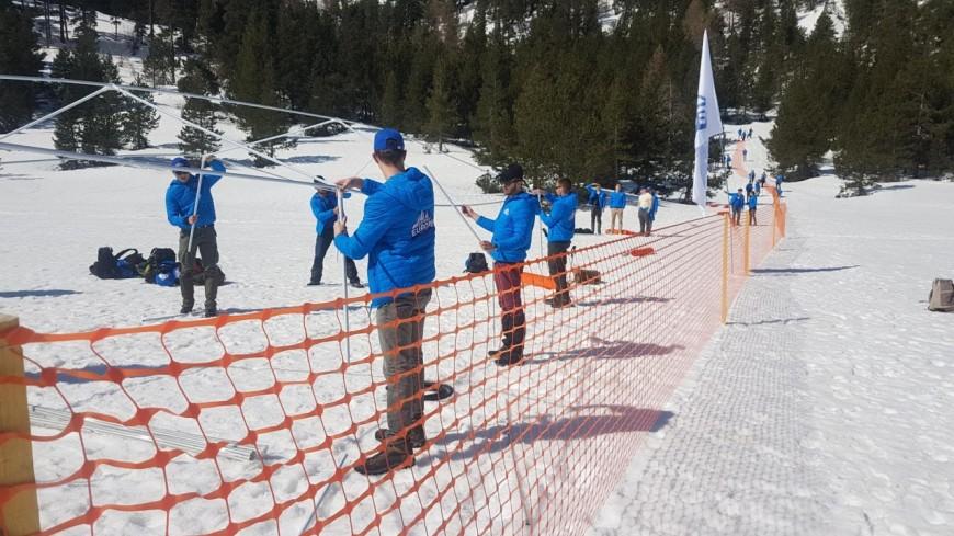Des militants d'extrême-droite bloquent un lieu de passage de migrants — Alpes
