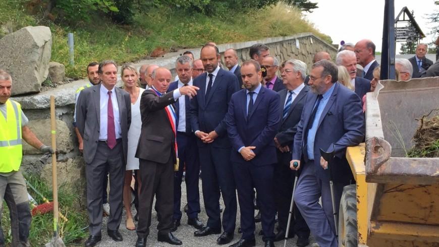 Hautes-Alpes : en visite, Édouard Philippe ne dévie pas et reste sur le sujet de l'eau