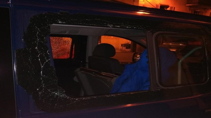Hautes-Alpes : les vitres d'un véhicule de gendarmerie brisées à Briançon