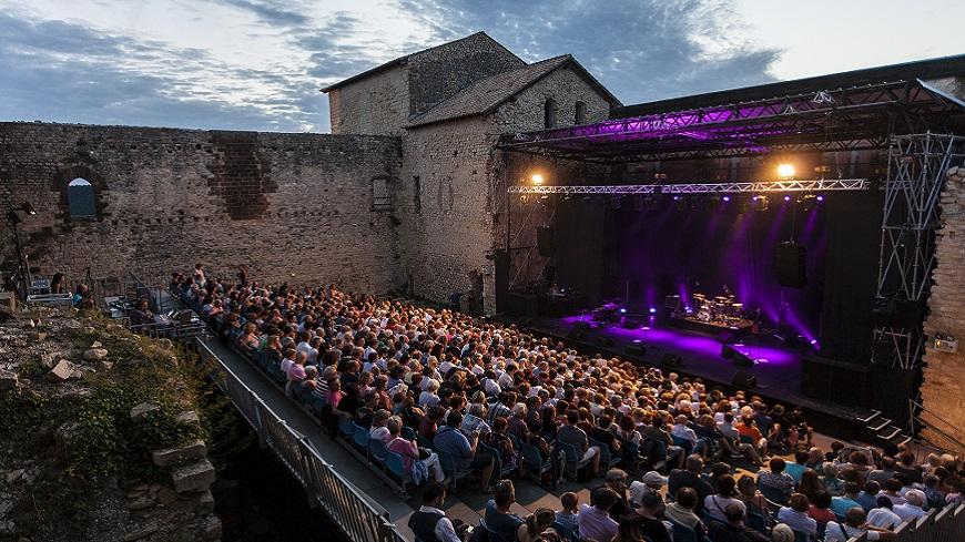 Alpes de Haute-Provence : Les soirées du chateau à Gréoux les Bains cet été.