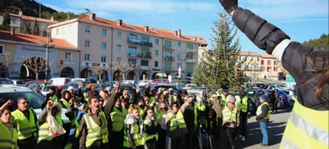 Alpes du Sud : plusieurs centaines de gilets jaunes défilent à Digne-les-Bains