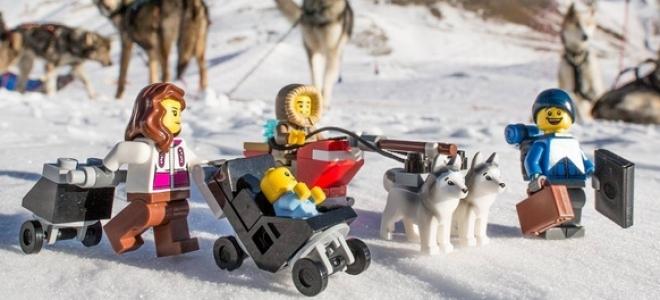 Hautes-Alpes : il met en scène ses jouets dans le décor haut-alpin