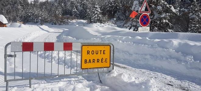 Hautes-Alpes : Névache coupée du monde par la neige